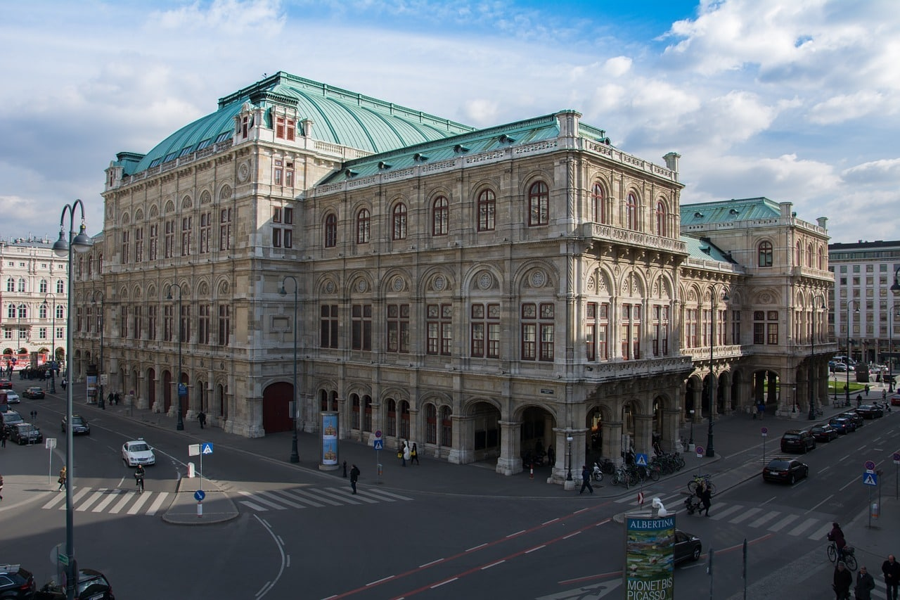 How to get Vienna Opera Standing Room Tickets On The Cheap! 🇦🇹