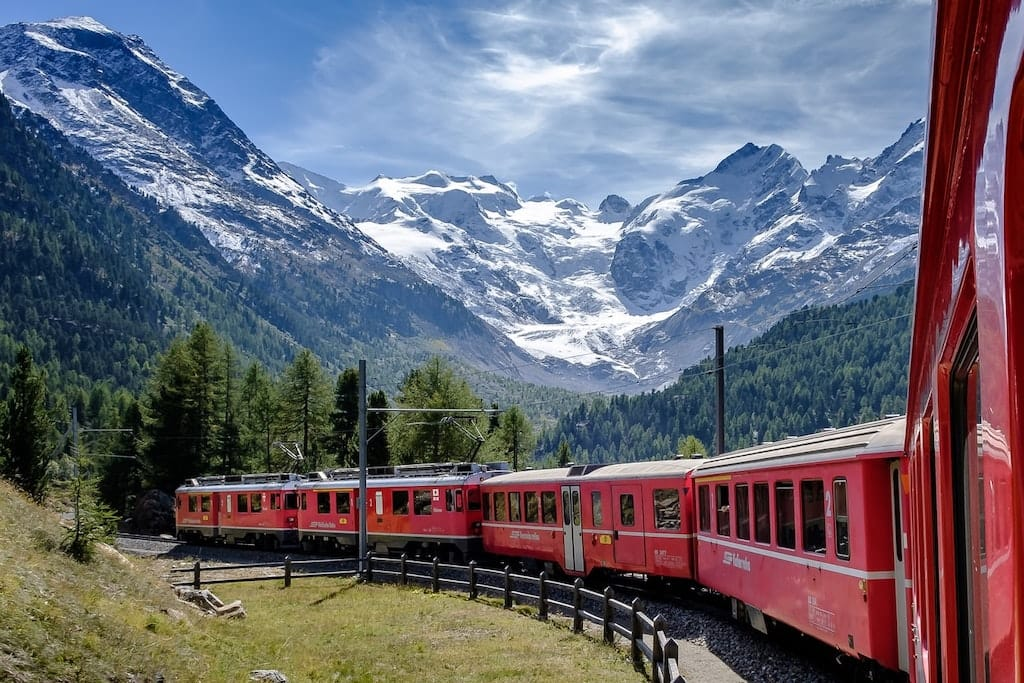 Famous Swiss Landmarks - The Glacier Express Trainline